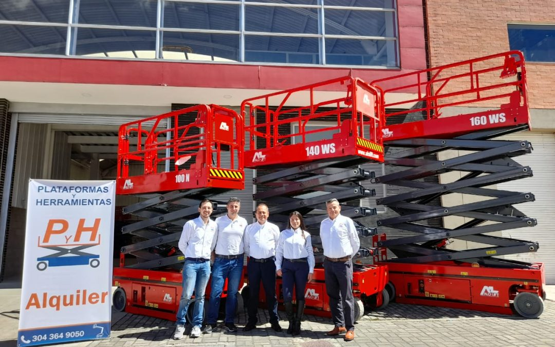 ALO Colombia entrega equipos ALO Lift 140 WS y 160 WS a distribuidor Plataformas&Herramientas