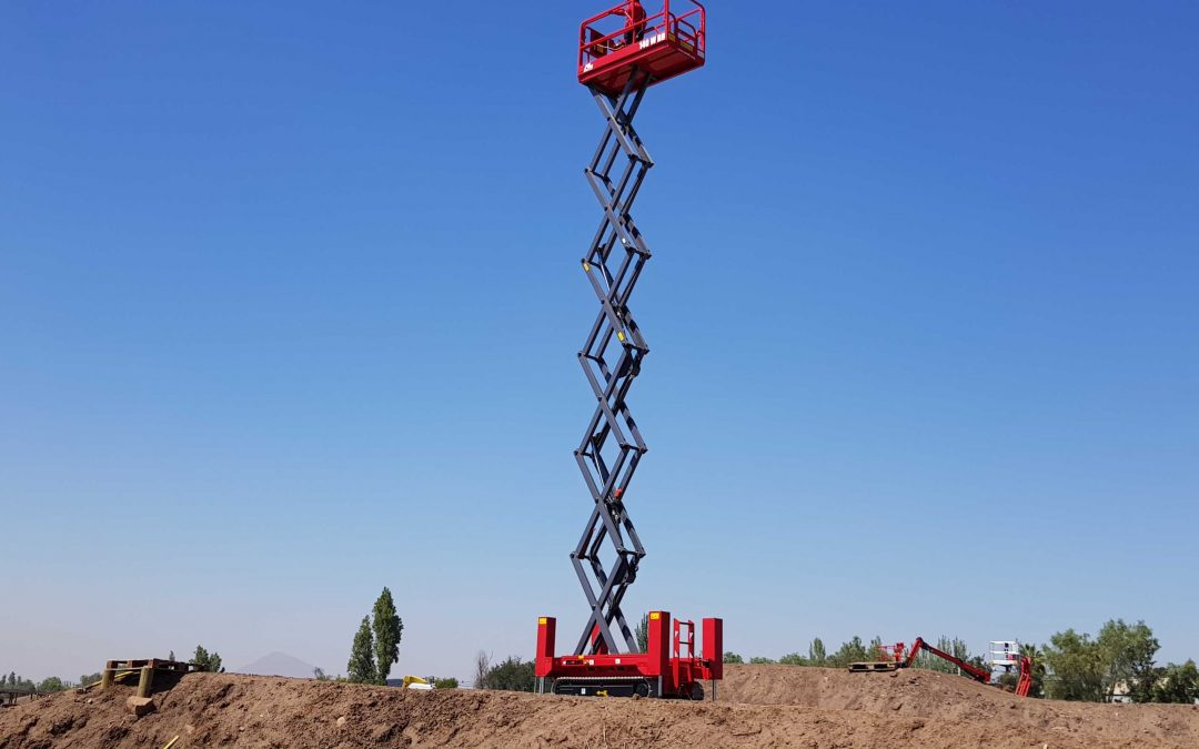 El Rey de la Colina: ALO Lift presenta la nueva 140 WBB, tijera sobre orugas para terrenos extremos