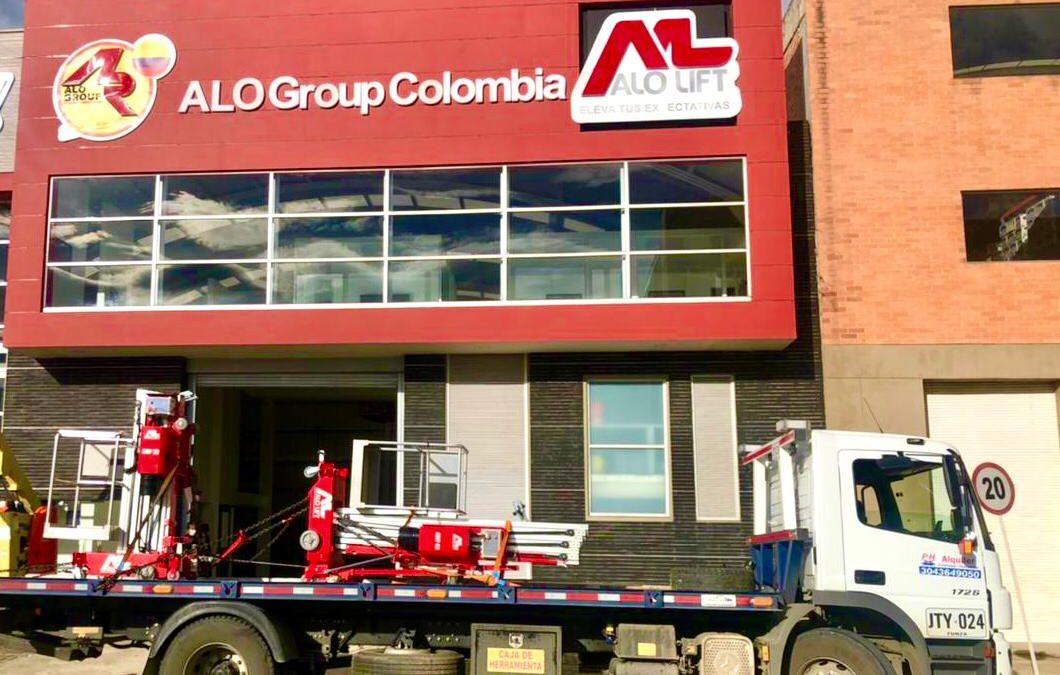 ALO Colombia despacha Elevadores Personales ALO Lift AMP 32 y AMP 40 a distribuidores de Bogotá y Medellín